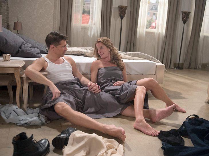 Rote Rosen: Setzt Carla für Gregor ihre Ehe aufs Spiel?