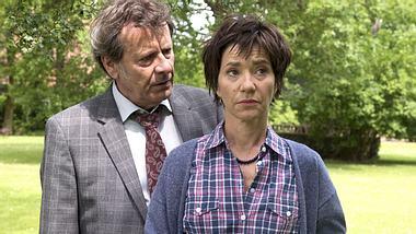 Bei Rote Rosen steht es sehr schlecht um die Beziehung von Gunter und Merle. - Foto: ARD / Nicole Manthey