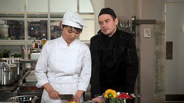 Oliver (Niklas Löffler) bei Rote Rosen. - Foto: ARD / Nicole Manthey