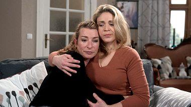 Carla und Britta bei Rote Rosen.  - Foto: ARD / Nicole Manthey