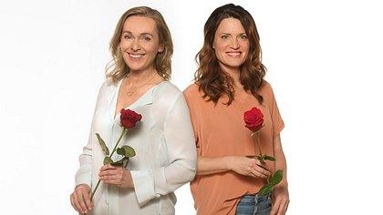 Jana Hora-Goosmann und Judith Sehrbrock sind die neuen Hauptdarstellerinnen der 18. Staffel Rote Rosen. - Foto: ARD / Nicole Manthey / Montage