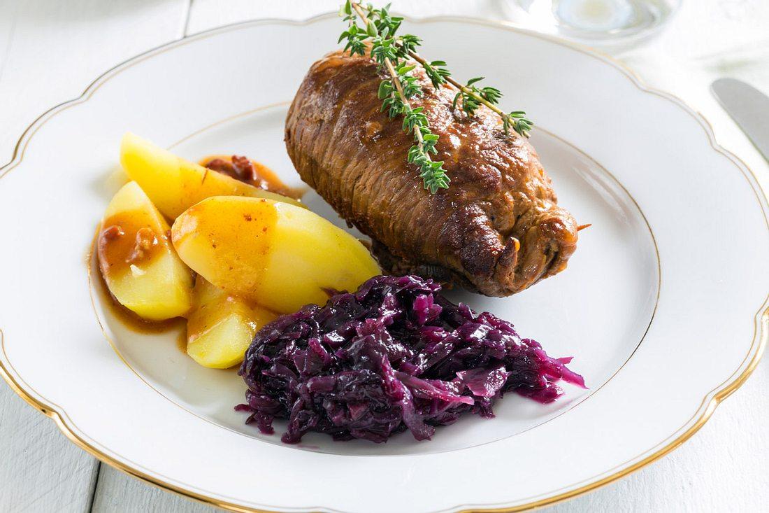 Mit diesem Rezept für Rouladen wird das Fleisch schön saftig.