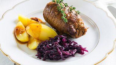 Mit diesem Rezept für Rouladen wird das Fleisch schön saftig. - Foto: 8vFanI / iStock
