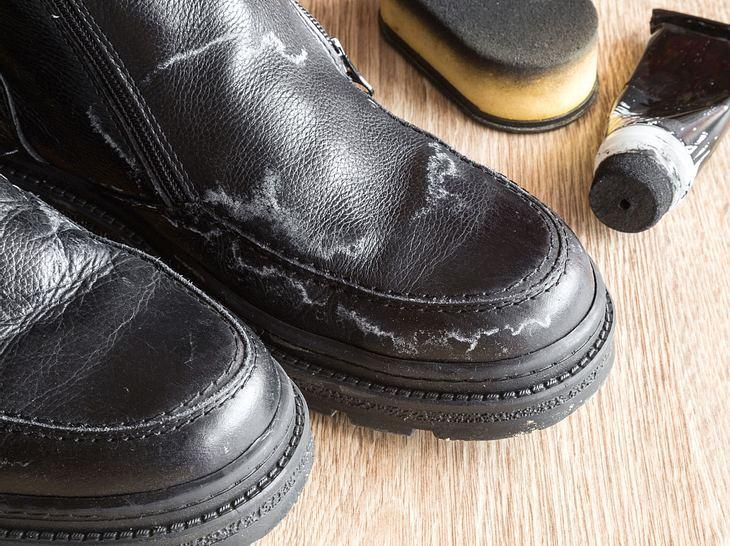 Salzflecken auf Ihren Schuhen können Sie einfach entfernen.