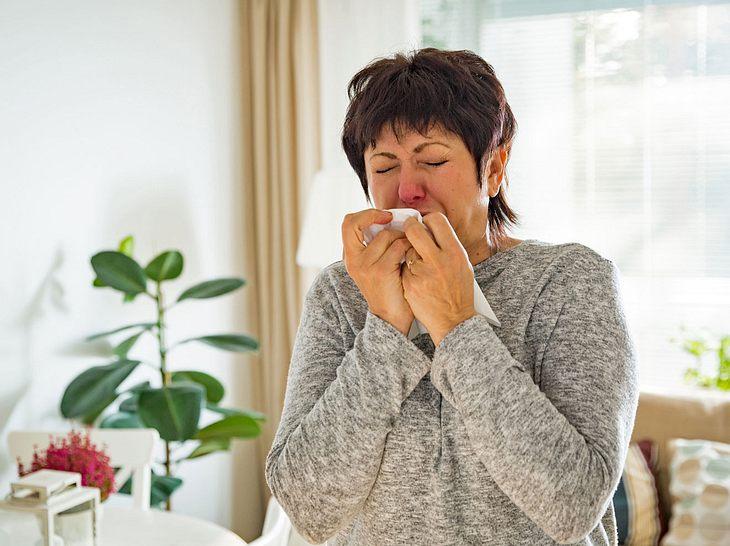 Schadstoffe und Allergene in der Wohnung können gesundheitliche Beschwerden verursachen.