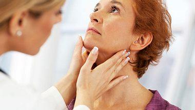 Schilddrüsenerkrankung: Was Sie über die Schilddrüse wissen sollten - Foto: skynesher / iStock
