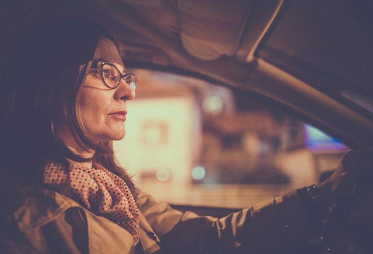 Schlecht sehen bei Dunkelheit: Nachtsehschwäche oder Nachtblindheit?