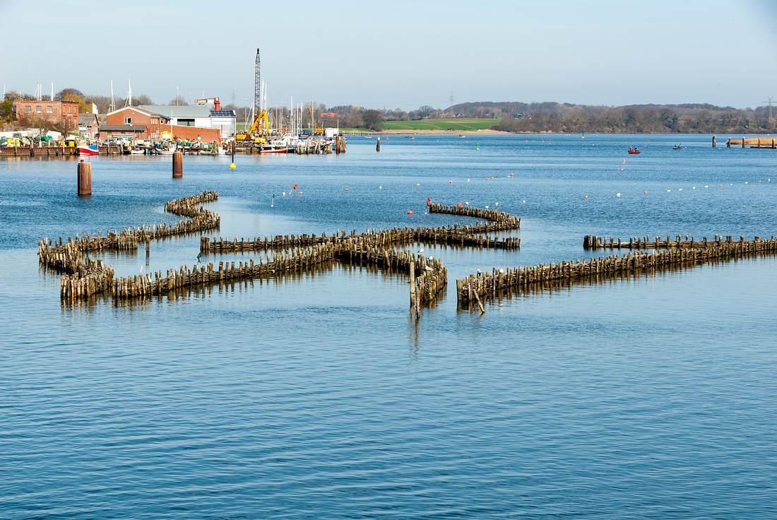 Schlei mit Hering Wehr vor dem Hafen von Kappeln.