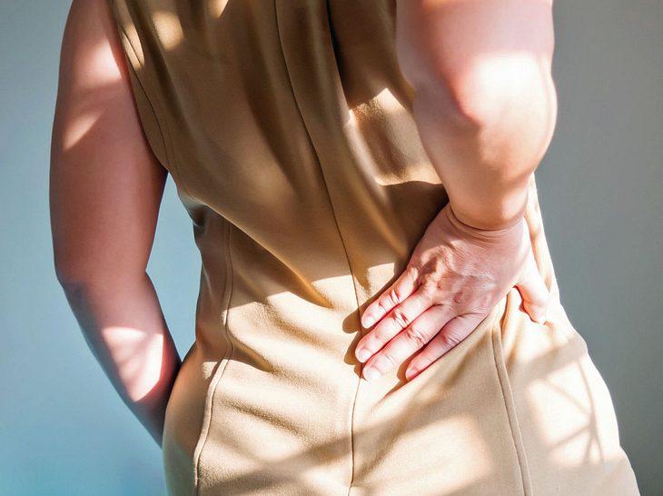 Vor allem Frauen sind von Schmerzen in der Nierengegend betroffen.