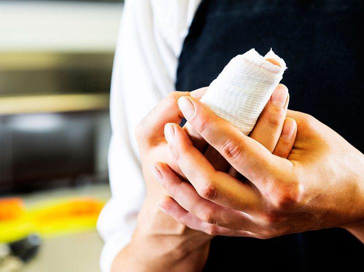 Infiziert sich eine Schnittwunde kann es zu einer Blutvergiftung kommen.
