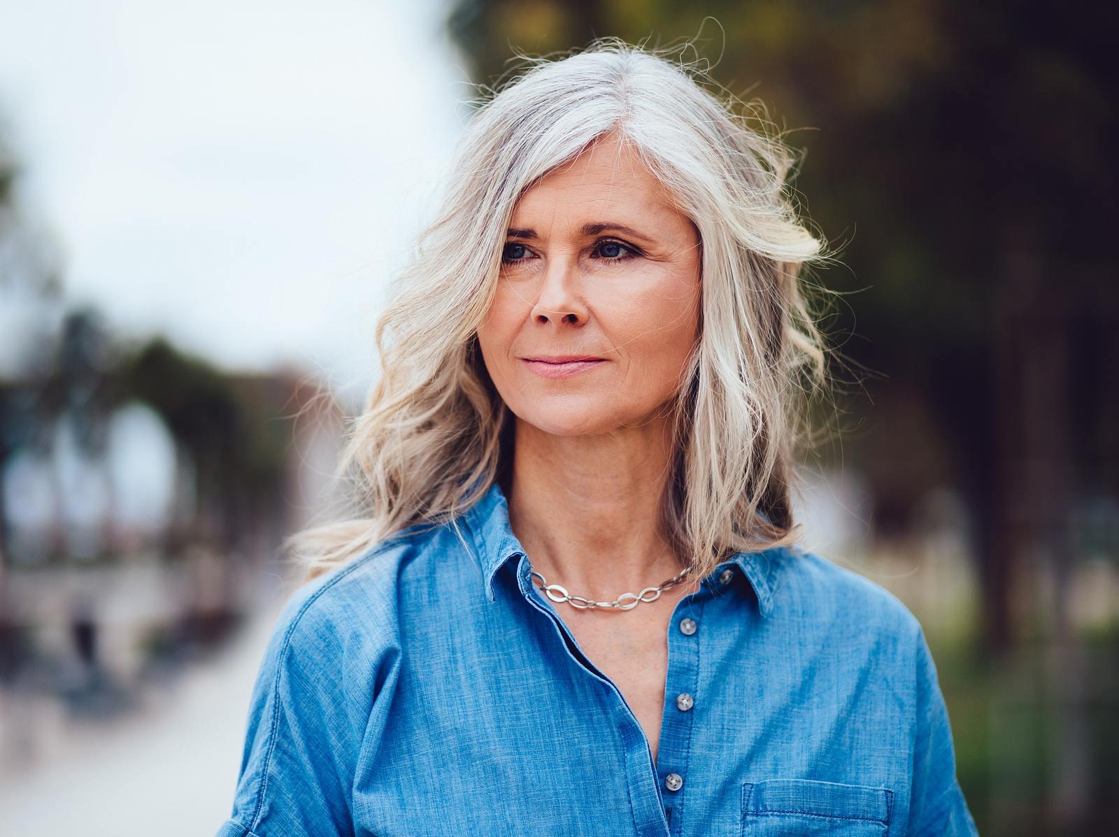 60 mit lange haare graue Frisuren 2021