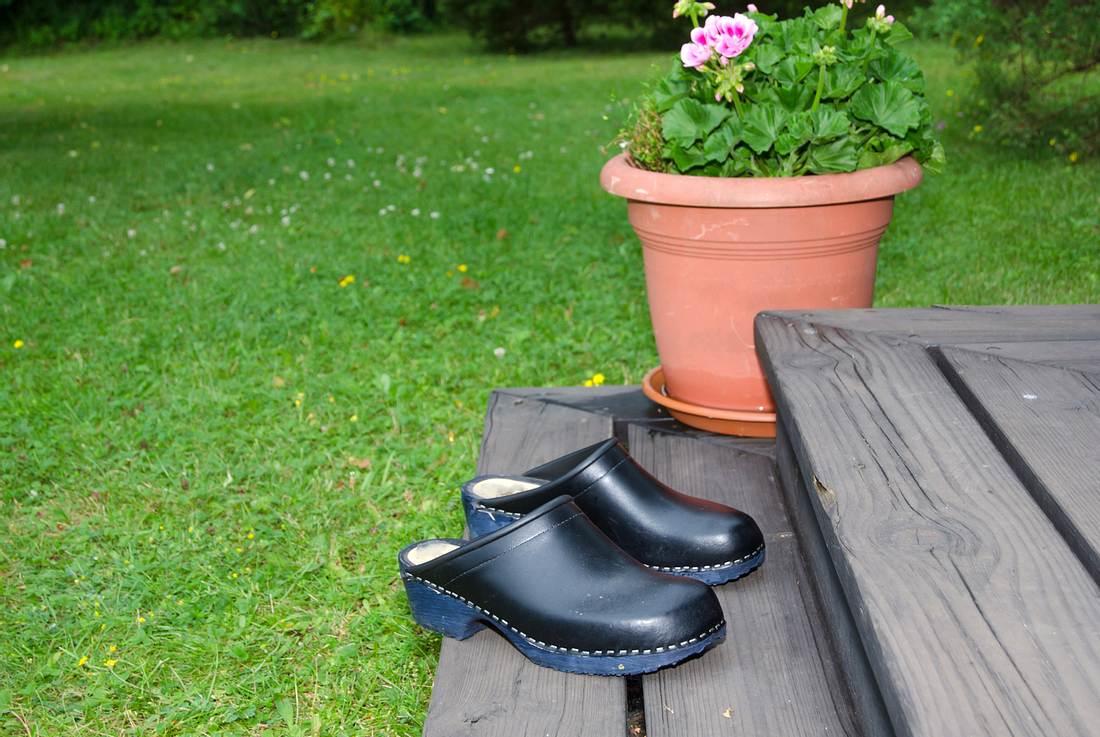 Schwedenclogs im Garten