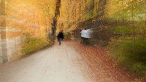 Schwindelgefühl: Mit dieser Bewegungsabfolge den Schwindel lösen.  - Foto: Bloor4ik/ iStock