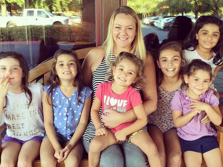 Sechs Schwestern adoptiert: Die Frau mit dem riesigen Herz.