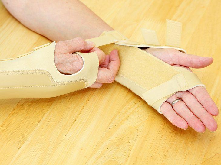 Sehnenscheidenentzündung: Das lindert die Schmerzen im Handgelenk