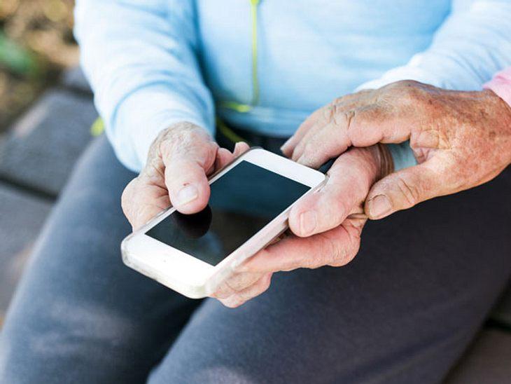 Mittlerweile gibt es viele verschiedene Senioren-Handys im Handel.