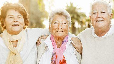 Drei Seniorinnen (Symbolbild) - Foto: Alija / iStock
