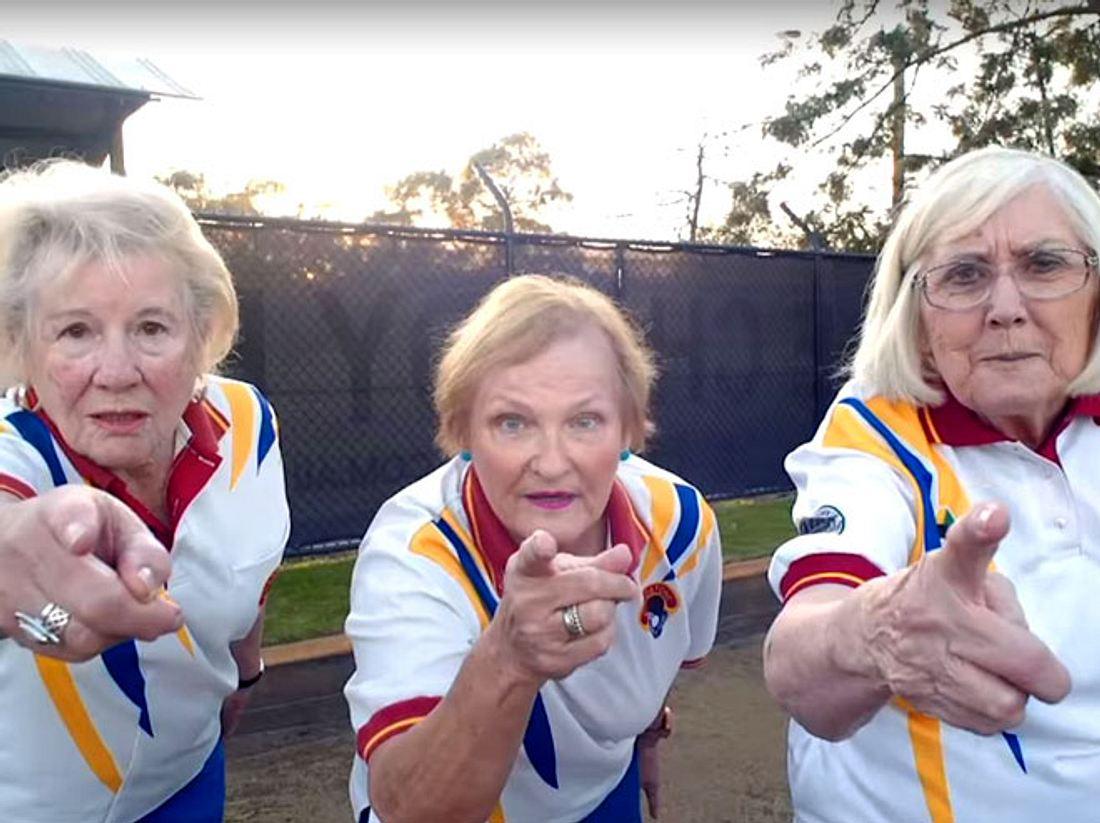 Terry Foster, Janine Hall und Wyn Hewett wollen ihren Sportverein um jeden Preis retten.