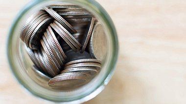 Woran Sie seriöse Spendensammler erkennen - Foto: marchmeena29 / iStock