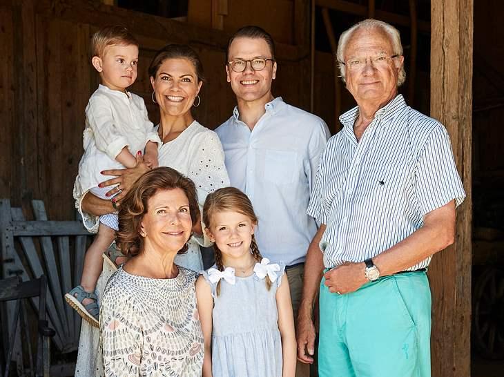 Königin Silvia und König Carl Gustaf mit Tochter Victoria, ihrem Mann Daniel und ihren beiden Kindern Estelle und Oscar.