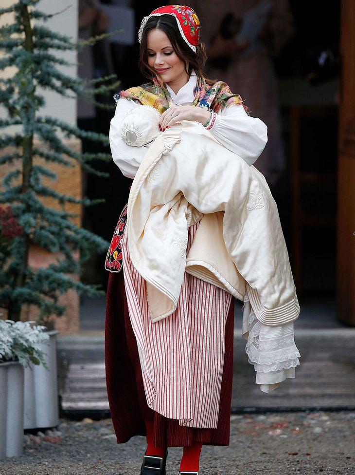 Sofia von Schweden im Traditions-Gewand