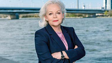 Bei der SOKO Wien ist Brigitte Kren die neue Chefin. - Foto: ZDF / Roman Zach-Kiesling