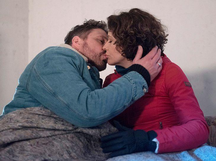 Sonja und Tilmann küssen sich