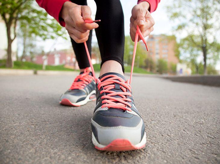 Sportschuhe richtig schnüren: So funktioniert es