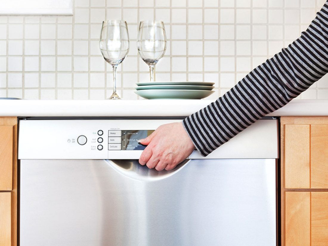 Was tun, wenn die Spülmaschine kein Wasser zieht oder andere Probleme macht?