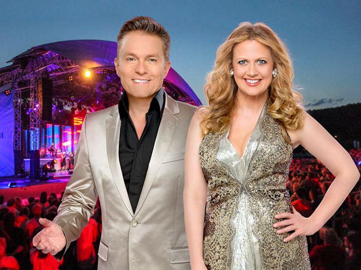 Die Starnacht am Wörthersee 2017 wird von Alfons Haider und Barbara Schöneberger moderiert.