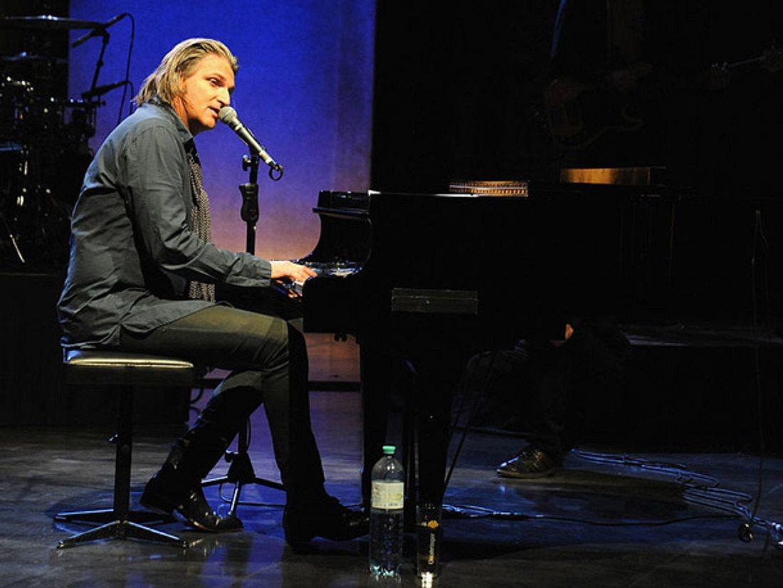 Stefan Jürgens am Klavier.