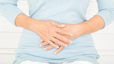 Gesund älter werden: So bleibt der Darm im Alter fit - Foto: Srisakorn / iStock