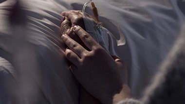 Sterbehilfe ist in Ausnahmefällen ab sofort legal - Foto: KatarzynaBialasiewicz / iStock