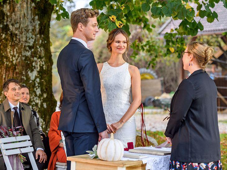 Bei Sturm der Liebe verlassen Henry (Patrick Dollmann) und Jessica (Isabell Ege) nach der Hochzeit den Fürstenhof.