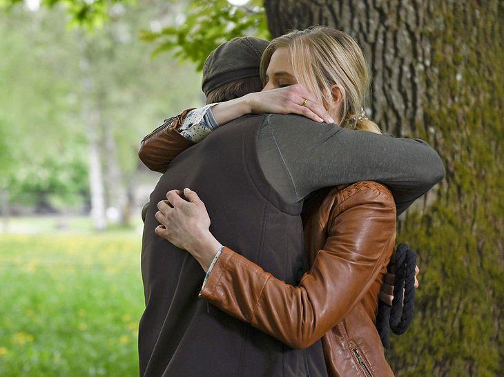 Bei Sturm der Liebe haben Alicia und Viktor offenbar endlich zueinander gefunden.