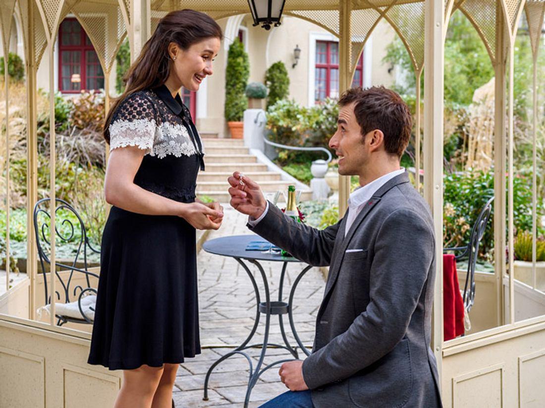 Sturm der Liebe: Adrian macht Clara einen Antrag.