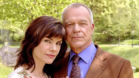 Sie liebten und sie hassten sich: Barbara (Nicola Tiggeler) und Werner (Dirk Galuba) bei Sturm der Liebe. - Foto: ARD/R.M.Reiter