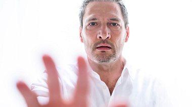 Fällt Christoph bei Sturm der Liebe ins Wachkoma? - Foto: ARD/Christof Arnold
