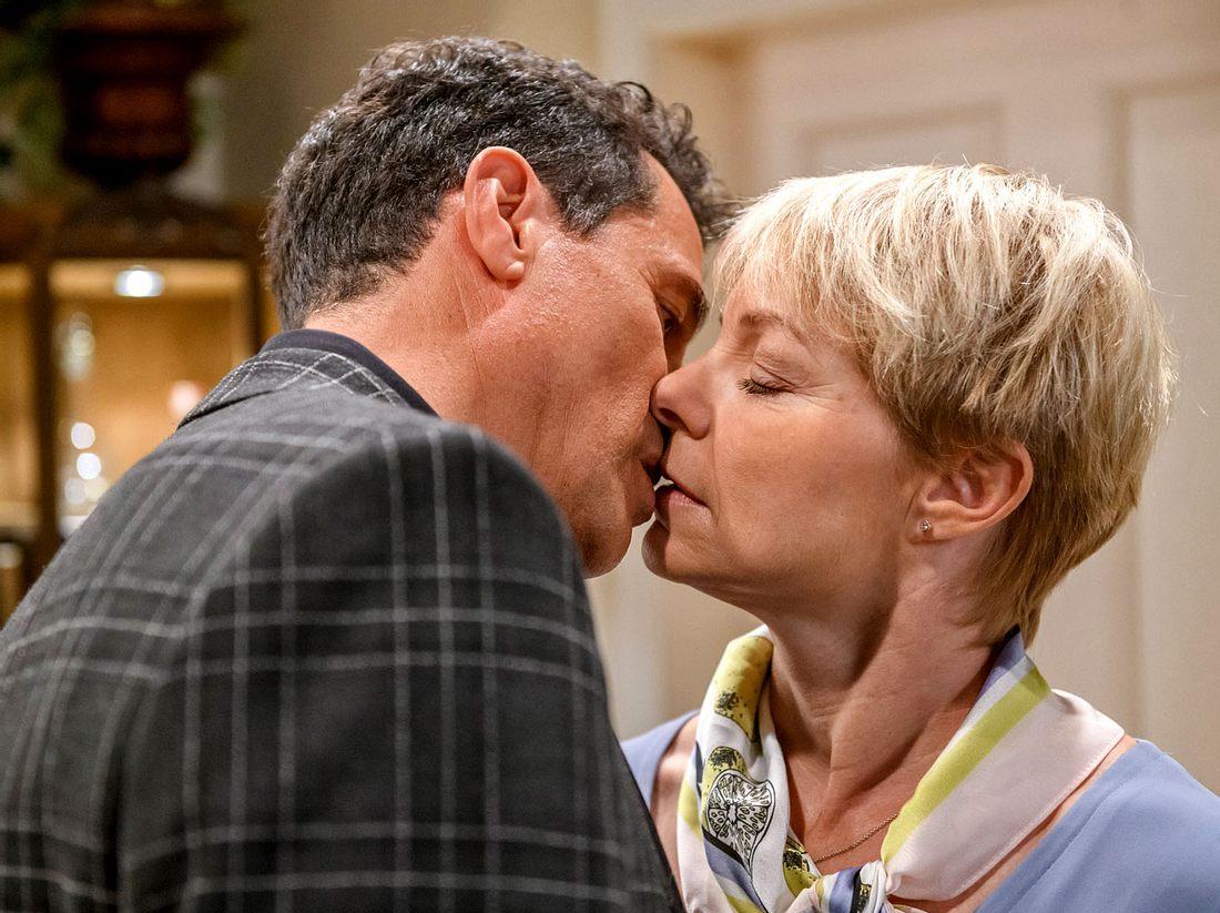 Bei Sturm der Liebe sorgt Lindas Noch-Ehemann Dirk Baumgartner für Aufruhr.