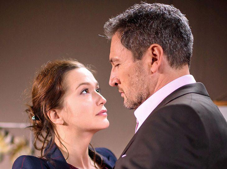 Bei Sturm der Liebe kommen sich Eva und Christoph näher.