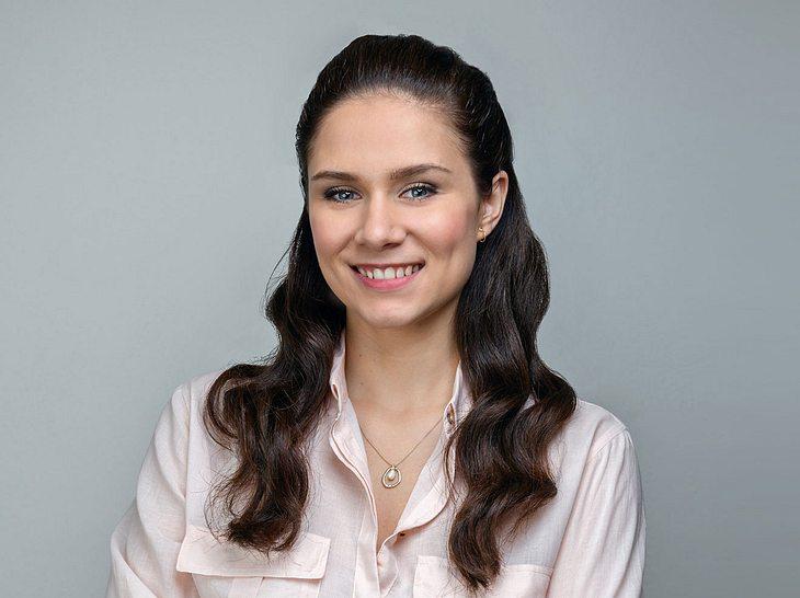 Bei Sturm der Liebe spielt Helen Barke die Denise Saalfeld.