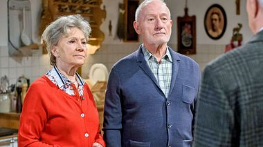 Verlassen Hildegard & Alfons das Hotel?