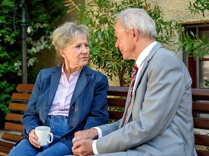 Bei Sturm der Liebe bedroht Werner jetzt die Ehe von Hildegard und Alfons.
