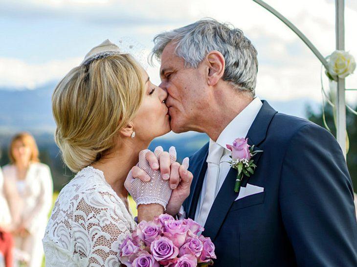 Sturm der Liebe: So romantisch heiraten Adrian und Clara.