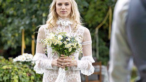 Geheimnis um Alicias Brautkleid gelüftet