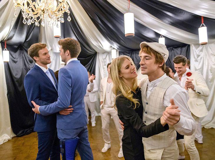Sturm-der-Liebe-Hochzeit: Auch Alicia und Viktor tanzen mit.