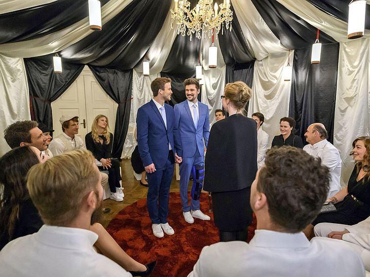 Bei Sturm der Liebe heiratet Boris Saalfeld seinen Partner Tobias Ehrlinger.