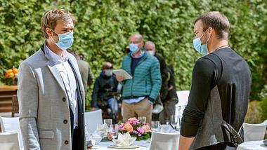 Sturm der Liebe: Hochzeitsdreh? Rätselhafte Fotos vom Set
