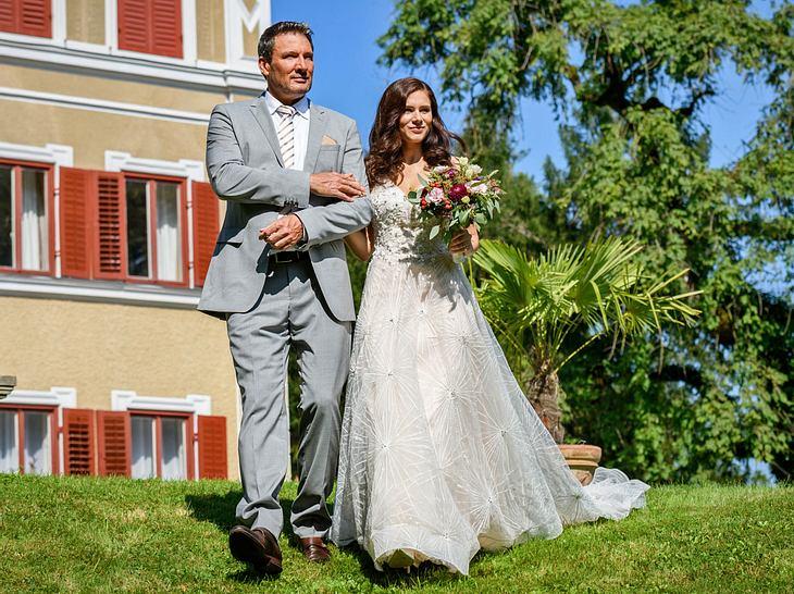 Sturm der Liebe: Christoph erlebt die Hochzeit seiner Tochter Denise voller Stolz mit.