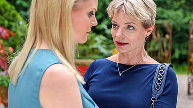 Sturm der Liebe: Warum kommt plötzlich Christophs Schwester Linda (Julia Grimpe) zu Besuch? - Foto: ARD/Christof Arnold